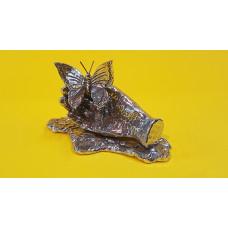 Vlinder op hand met ondervoetje