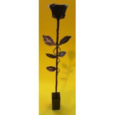 Roos 5 blads verbronsd op marmer voet
