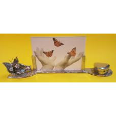 Herdenkingsfotolijst vlinder op hand met Urn hartje